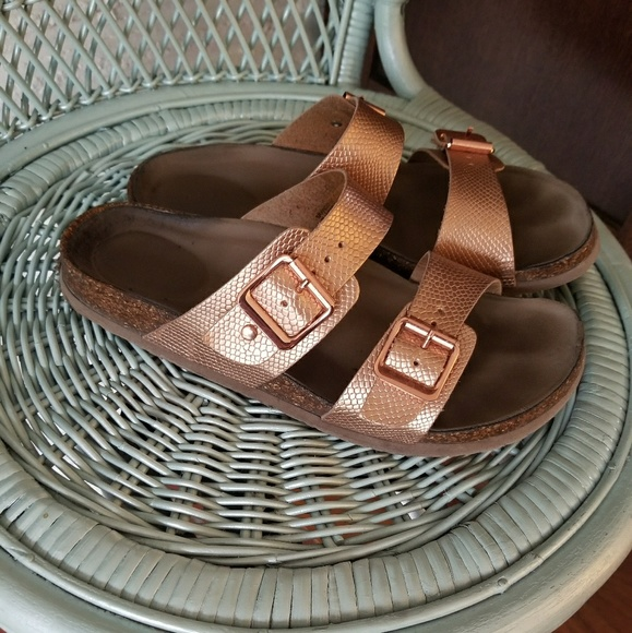 d160d8a2b08f Rose Gold Steve Madden Birkenstock Like Sandals. M 5ab182b900450fd887f91f69